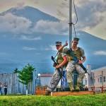 アメリカ海兵隊員と富士山