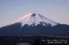 一部雪の溶けた富士山