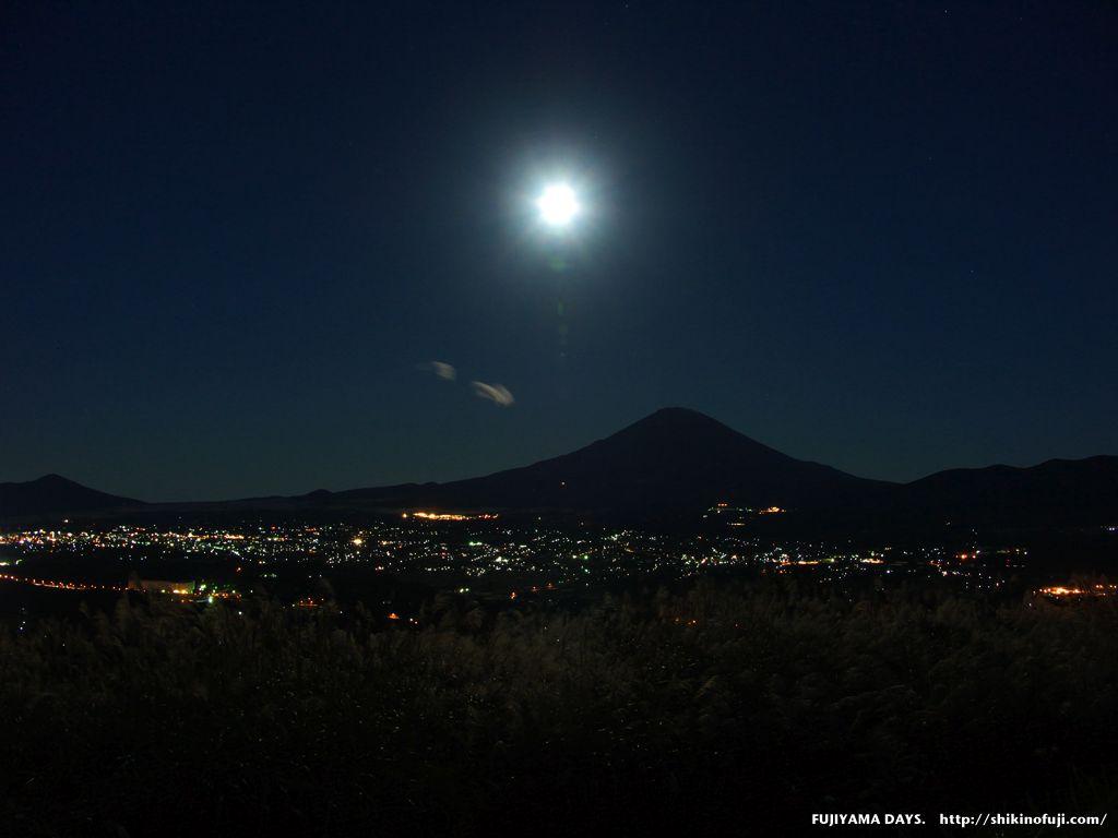 満月と富士